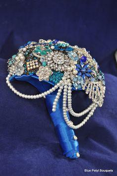 Cascading Brooch Bouquet #BroochBouquet #WeddingBouquet