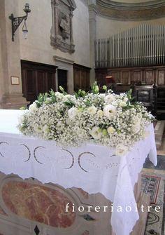 Fioreria Oltre/ Wedding ceremony/ Altar decoration/ Baby's breath, lisianthus