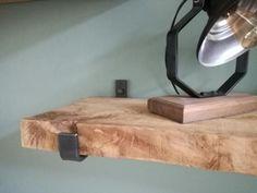 Industriële ijzeren plankdragers inclusief bevestigings bouten. Maten van de dragers zijn 25,5cm binnenwerks. (Ze zijn ook op maat te maken, voor verdere info daarover stuur een berichtje)