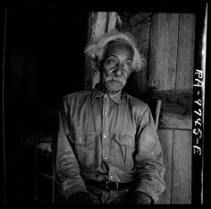 Bob Lemmons, Carrizo Springs, Texas. Born a slave about 1850, south of San Antonio. Came to Carrizo Springs during the Civil War with white cattlemen seeking new range. In 1865, with his master was one of the first settlers. Knew Billy the Kid, King Fisher, and other noted bad men of the border. Lange, Dorothea, photographer. 1936 Aug.