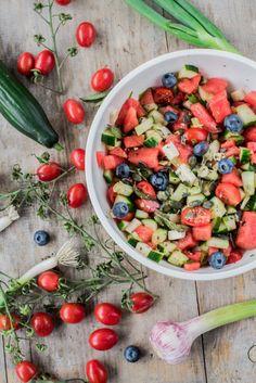 Wassermelonen-Salat mit Minze, Feta und Blaubeeren