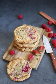 Rhubarb Raspberry Cookies — Bake to the roots Rhubarb Cookies, Rhubarb Scones, Rhubarb Desserts, Raspberry Cookies, Rhubarb Recipes, Raspberry Rhubarb, Raspberry Recipes, Best Cookie Recipes, Lemon Curd