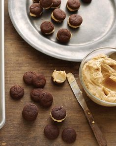 Chocolate-Caramel Sandwich Cookies Recipe -- Yeah - I'm so not making sandwiches.more like baking the cookies and dipping them. Beaux Desserts, Just Desserts, Delicious Desserts, Yummy Food, Fall Desserts, Health Desserts, Bolo Flash, Yummy Treats, Sweet Treats