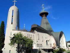 Hajnówka to największe miasto w rejonie Puszczy Białowieskiej, nazywane bramą do puszczy. Należy do najmłodszych w województwie i nie ma ciekawych zabytków, słynie za to z pięknej nowoczesnej cerkwi, w której odbywają się Międzynarodowe Festiwale Muzyki Cerkiewnej.