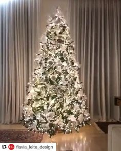 white christmas flavia_leitie_design with Christmas tree goals for 2019 Christmas Tree Goals, Christmas Tree Inspiration, Elegant Christmas Trees, Silver Christmas Tree, Christmas Home, Christmas Tree Ribbon, Pencil Christmas Tree, Frosted Christmas Tree, Traditional Christmas Tree
