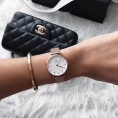 Join Daniel Wellington to celebrate their Holiday Campaign until There wi Cute Watches, Elegant Watches, Stylish Watches, Luxury Watches, Women's Watches, Daniel Wellington Watch Women, Daniel Wellington Classic Petite, Bracelet Cuir, Fashion Watches