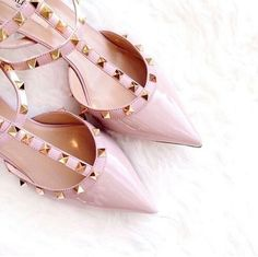Valentino lover discovered by Liza on We Heart It Chanel Oberlin, What A Girl Wants, All About Shoes, Glass Slipper, Pink Shoes, Cute Shoes, Shoes Sandals, Flats, High Heels