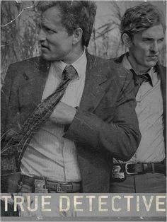 True Detective La traque d'un tueur en série amorcée en 1995, à travers les enquêtes croisées et complémentaires de deux détectives, Rust Cohle et Martin Hart.