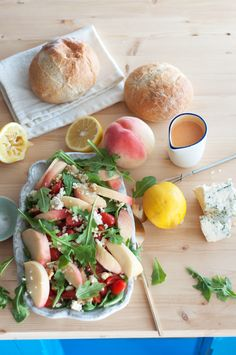 Marshalls Abroad: Gorgonzola, Peach, Arugula Salad with Summer Fruit Vinaigrette {with or without steak!}