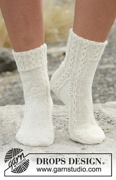 Socks & Slippers – Free knitting patterns and crochet patterns by DROPS Design – Knitting Socks Crochet Mittens, Knitted Slippers, Knitting Socks, Knitted Hats, Knit Crochet, Crochet Granny, Knit Socks, Knit Cowl, Hand Crochet