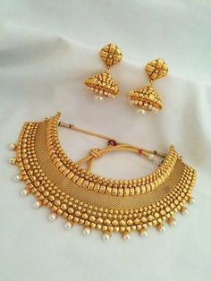 Gold Jewelry Design In India Real Gold Jewelry, Gold Jewellery Design, Indian Jewelry, Handmade Jewellery, Silver Jewellery, Saree Jewellery, Bead Jewellery, Temple Jewellery, Trendy Jewelry