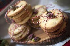 Čajové pečivo s ružami a pistáciami Muffin, Coconut, Fruit, Breakfast, Desserts, Blog, Morning Coffee, Tailgate Desserts, Deserts