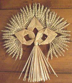 Iveramsay Maiden, copyright 2007 Elaine Lindsay Photo by Elaine Lindsay Straw Weaving, Weaving Art, Basket Weaving, Straw Crafts, Diy Straw, Wheat Decorations, Corn Dolly, Corn Husk Dolls, Straw Art