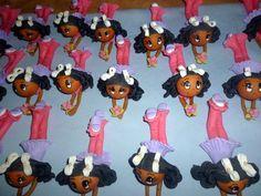 Bonecas de biscuit para lembranças de aniversário,batizado medindo 13 cm comprimento ,pode ser feito em outras cores .