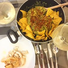 Happy Wednesday!! Made guacamole from scratch using four gorgeous ready-ripe avo from @waitrose with side of chips and succulent chicken on the side  So filling and a super yummy easy midweek supper! Washed down with a glass of SA white of course mmmm!  #midweeksupper #midweek #supper #dinner #dindins #avo #avocado #avolove #guacamole #easysupper #homemade #homecook #white #luxury #luxuryliving #foodie #foodblogger #follow