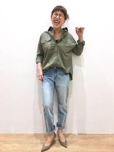 shirt グランドパークのデニムが、バージョンアップしました。膝下のゆるさがポイントです。 シャツ 品番 7107-8002 価格 ¥6900(+税) ペグトップデニム 品番 7107-5107 価格 ¥7900(+税)