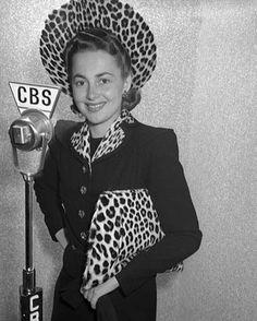 OLIVIA de HAVILLAND Old Hollywood Stars, Golden Age Of Hollywood, Vintage Hollywood, Classic Hollywood, 1920s Outfits, Olivia De Havilland, Female Stars, Classic Style Women, Italian Girls
