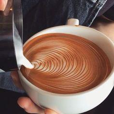espresso drinks - The 10 Most Mesmerizing Latte Art Videos Of 2016 Café Latte, Coffee Latte Art, I Love Coffee, Coffee Cafe, Black Coffee, Coffee Break, Cappuccino Art, Cappuccino Machine, Matcha