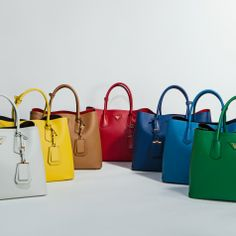 perfect handbag by Prada @yourbag.yourlife http://yourbagyourlife.com/