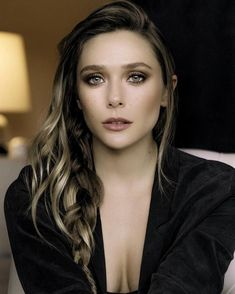 Images of Actresses, Models and all manner of female eye-candy. Christina Hendricks, Beautiful Celebrities, Beautiful Actresses, Lysandre Nadeau, Olsen Sister, Elizabeth Olsen Scarlet Witch, Queen Elizabeth, Ashley Olsen, Hollywood Star