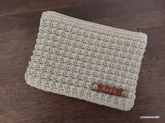 I made this very simple T-shaped slippers using bulky yarn.It only uses single crochet and very easy to change size. Crochet Pouch, Crochet Purses, Crochet Hooks, Free Crochet, Crochet Bags, Double Crochet, Single Crochet, Crochet Designs, Crochet Patterns