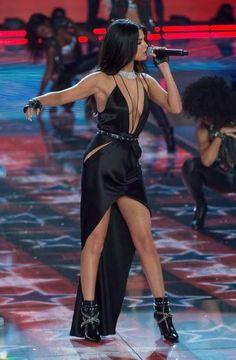 Selena Gomez Dress, Selena Gomez Outfits, Selena Gomez Pictures, Selena Gomez Style, Victoria's Secret, Estilo Rock, Vs Fashion Shows, Marie Gomez, Victoria Secret Fashion Show