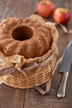 Aromatyczna babka jesienno- zimowa. Jest soczysta, dzięki dodatkowi dwóch startych jabłek i pięknie pachnie cynamonem. Łatwa do przygotowania.