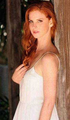 Rich Hair Color, Sarah Rafferty, Gorgeous Redhead, Redhead Girl, Fair Skin, Braid Styles, Beautiful Actresses, Redheads, Red Hair