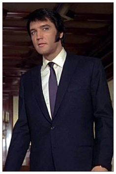 Elvis, so handsome! Elvis Presley Pictures, Elvis Presley Family, Elvis Presley Movies, Are You Lonesome Tonight, Berlin Photos, Lisa Marie Presley, Thats The Way, Graceland, Most Beautiful Man