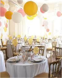 Resultado de imagen para centro de mesa con botellas y globos