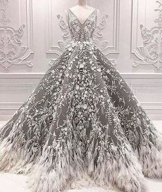 We always fall for Michael Cinco's designs. 👰🏼 We always fall for Michael Cinco's designs. Ball Dresses, Prom Dresses, Formal Dresses, Teen Dresses, Long Prom Gowns, Special Dresses, Midi Dresses, Elegant Dresses, Holiday Party Dresses