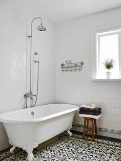Inspiratieboost: de mooiste bewerkte tegels voor in de badkamer - Roomed