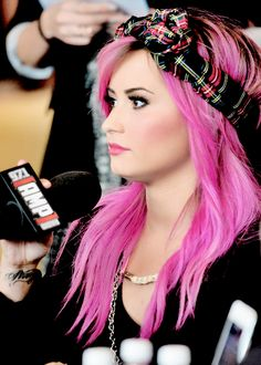 Demi Lovato ♡ I'm in love with her new pink hair! Demi Lovato Blonde Hair, Demi Lovato Hair Color, Pink Blonde Hair, Pink Ombre Hair, Demi Lovato Youtube, Demi Love, Demi Lovato Pictures, Hair Photo, Celebs