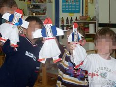 image : 1821 diafora 19 article : Κατασκευή τσολιαδάκι και Αμαλία | 25η Μαρτίου by www.popi it.gr 25 martiou , tags : τσολιαδάκια παραδοσι... 25 March, Crafts, Dresses, Vestidos, Manualidades, Handmade Crafts, Dress, Craft, Arts And Crafts