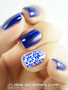 Blue nails with floral print nails nail art nail polish nail designs Easy Nails, Easy Nail Art, Simple Nails, Fun Nails, Simple Nail Art Designs, Cute Nail Designs, Awesome Designs, Uñas Fashion, Fashion Weeks