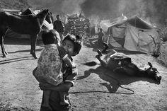 Sebastião Salgado.  Comunidades indigenas. Polho. Chiapas, México. 1998.