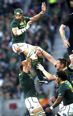 Photo tribute to our departing Springbok Leaders John Smit and Victor Matfield Rugby Sport, Rugby Men, South African Rugby, All Blacks, Rugby World Cup, Supersport, Rugby Players, Cycling Shorts, Rugby