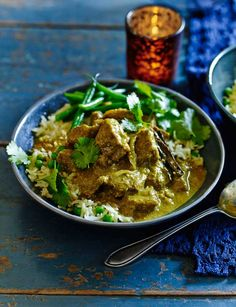 Coconut and cinnamon beef curry - a beautiful weekend treat Curry Recipes, Beef Recipes, Cooking Recipes, Healthy Recipes, Cooking Beef, Thai Cooking, Coconut Recipes, Healthy Lunches, Asian Cooking