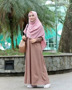 Eid Outfits You Can Use on Victory Day Later - TrendMagz Fashion Mumblr, Modern Hijab Fashion, Abaya Fashion, Muslim Fashion, Colorful Fashion, Fashion Outfits, Casual Hijab Outfit, Hijab Chic, Hijab Style Dress