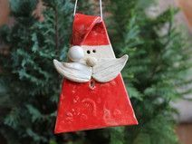 Great No Cost clay Pottery Ideas Thoughts Anhänger Weihnachtsmann Anhänger Weihnachtsmann The post Anhänger Weihnachtsmann appeared firs Slab Pottery, Pottery Art, Ceramic Pottery, Christmas Clay, Christmas Ornaments, Christmas Tree, Xmas Crafts, Diy And Crafts, Pottery Courses
