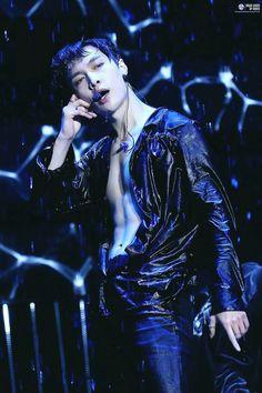 Where Lay get's hired at a gay club. He has a crush on his boss, Suho. Suho says he's straight but Lay makes him question it. Yixing Exo, Chanyeol Baekhyun, Park Chanyeol, Kim Joon Myeon, Kim Minseok, Xiuchen, Exo Ot12, Wattpad, Kpop Exo