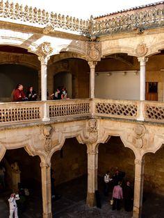 Patio interior de la Casa de las Conchas (Salamanca - Spain)