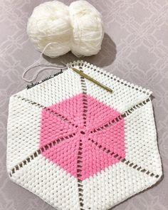 Beni en iyi rahatlatan şey el işi yapmak😃😃siz de benim gibi mi düşünüyorsunuz kızlar😉😉 #lif #elişi #hobi #knit #knitting #lifmodeli #ip #yün #iğne #iplik #örgü #cuma #friday Beginner Crochet Projects, Baby Vest, Diy And Crafts, Crochet Patterns, Blanket, Knitting, Blog, Crocheting Patterns, Throw Pillows