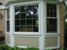 Awesome Bay Window Design Ideas Exterior has a variation photo that related to windows curtains. Find out the latest photos of bay window design ideas… Bay Window Exterior, Windows Exterior, House Exterior, Vinyl Exterior Siding, Exterior Brick, Exterior Design, Window Trim Exterior, Exterior Trim, Exterior Decor