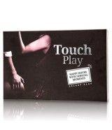 Touch Play: toca a tu pareja hasta la saciedad, ese es el propósito del juego.  Escoge una tarjeta, intercambiala con tu pareja y ejecuta lo que dice la tarjeta sobre una parte concreta del cuerpo de tu pareja. Lo bueno de este juego de mesa para parejas es que todo el mundo gana en diversión!