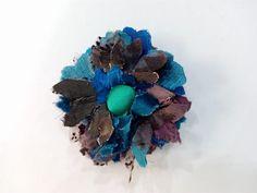 Flores para broches, tocado o prendidos en tela. Se realizan en muchos modelos y colores. Hanukkah, Wreaths, Home Decor, Tela, Templates, Fascinators, Events, Colors, Decoration Home