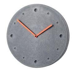 Orologio da parete grigio scuro con lancette rosse
