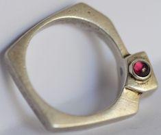 Garnet Modernist Mid Century Designer Signed 925 Silver Ring 925 Silver, Silver Rings, Vintage Rings, Garnet, Mid Century, Signs, Antiques, Granada, Antiquities