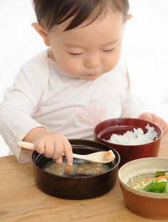 The latest design from kid-friendly brand aeru are these adorable food bowls with a lip around the inside, designed to help kids eat by themselves without spilling.