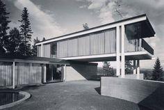 Hjemme. Villa Jongskollen i Bærum fra tidlig 1960-tall bød på et liv i glass for Geir Grung, bygningens arkitekt og beboer. Foto: Teigens Fotoatelier / Norsk Teknisk Museum